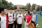 """寓意""""开门红""""!济南一学校教师集体穿红衣为中考生送考"""