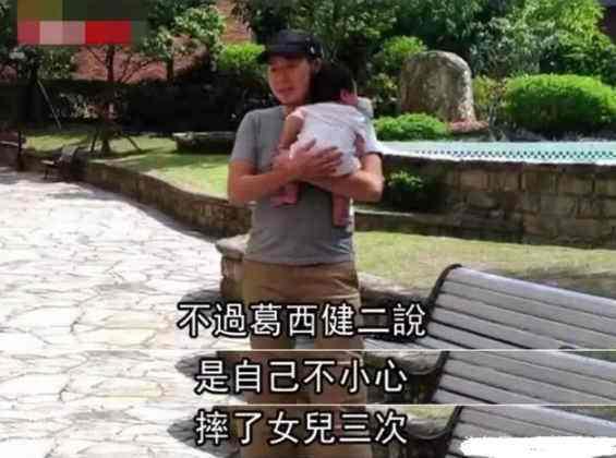 男星失手摔死3个月大女儿后,改行在街头卖章鱼烧被顾客骂神经病