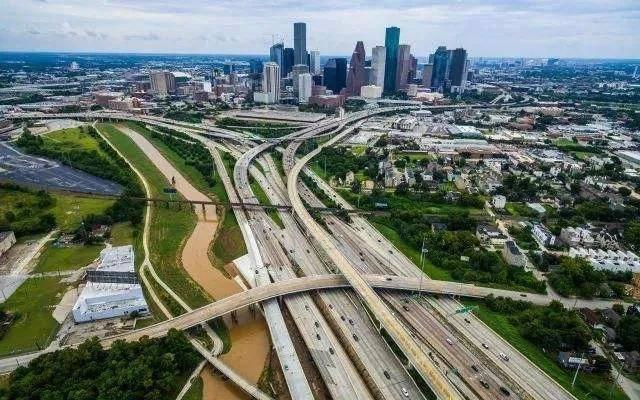 城市天际线人口减少_城市 天际线 如何解决人口老龄化带来的人口下降问题