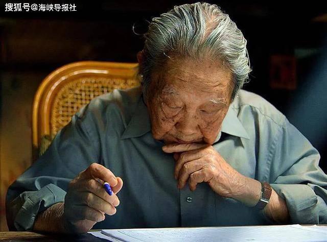 """""""鲁冰花""""作者钟肇政去世,享寿96岁"""