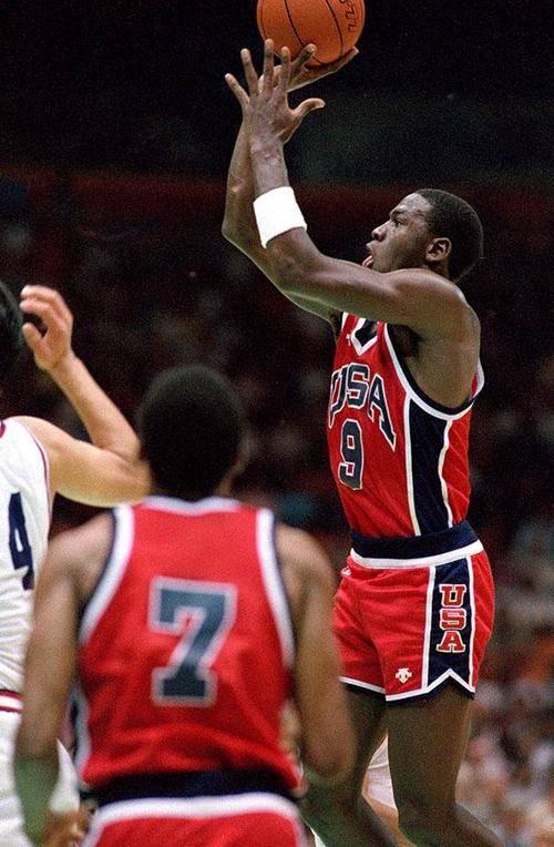 除了巨大的1992梦之队,乔丹还参加了1984奥运会,队友都有谁