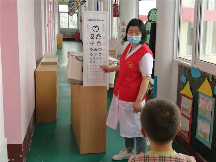 """为儿童身体健康保驾护航为庆祝""""六一""""国际儿童节,保障儿童的生存权、保健"""