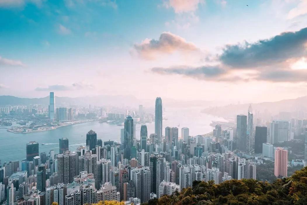 天道出国留学老师:新加坡留学VS香港留学,看完你