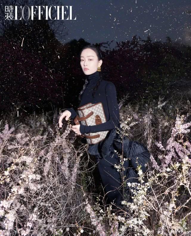 倪妮再登时尚杂志封面!化为深夜花丛少女,时尚表现力依旧吸睛