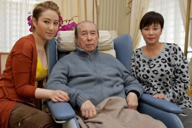 追悼赌王何鸿燊现场:个个身价几十亿,原来有钱人都打扮成这样,长这样