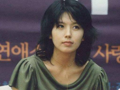 """揭韩国演艺圈那些悲惨事件,女明星李恩珠领奖时被塞""""玩具"""""""