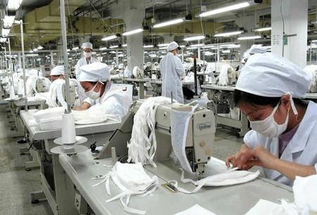 【口罩行业冰火两重天:有企业每月出口两三亿只,有的却暂时停工】
