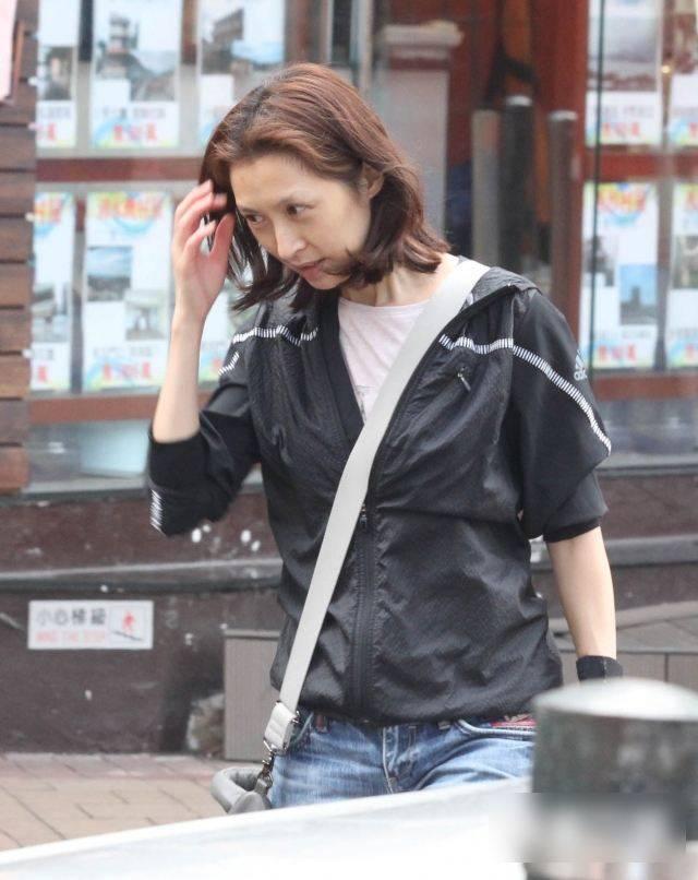原创郭蔼明53岁依然漂亮,没动刀子的脸很自然,短发还这么有女人味!