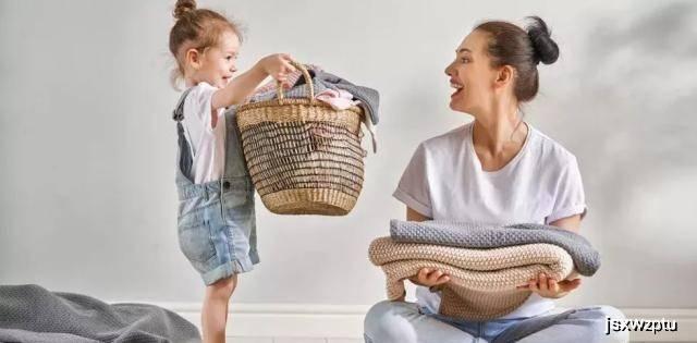 原创二胎家庭困局:大宝对二宝嫉妒委屈恨,该怎么办?