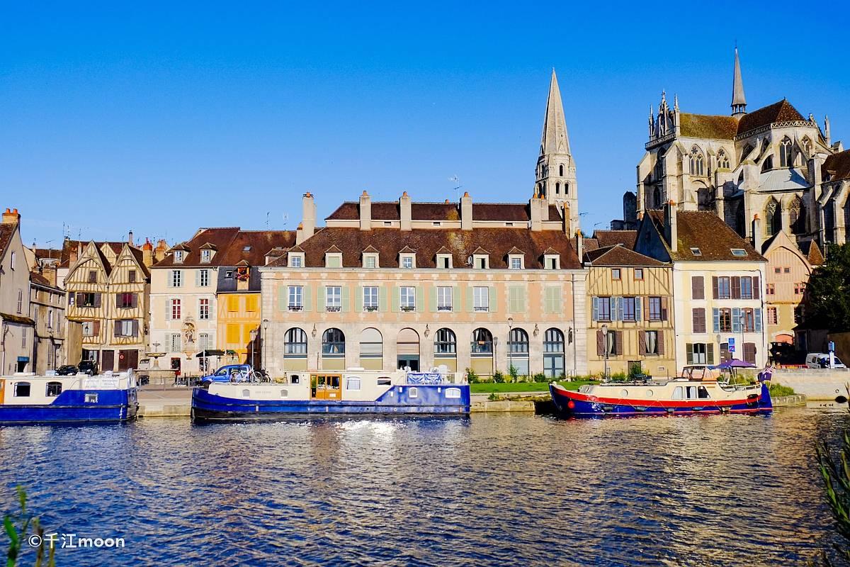 法国的这座古城,美轮美奂,时光停留了在中世纪!