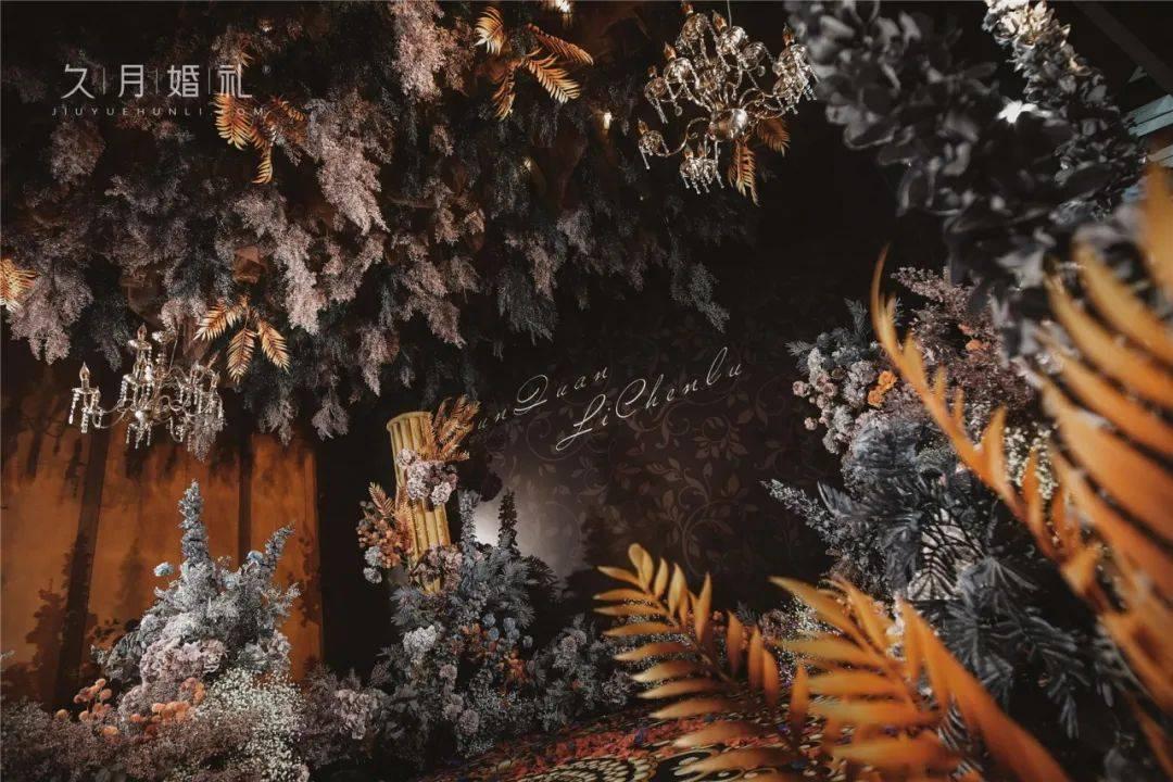 重温欧洲古堡的旧时光,黑金色系的欧式复古风格,开启下一个十年