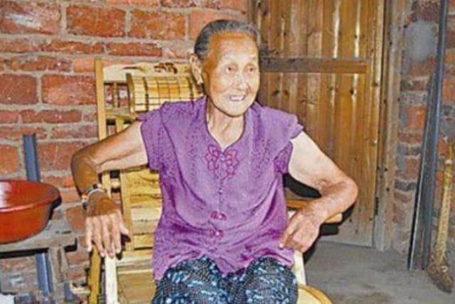 原创 河南一农妇去医院看病,无意间露出胳膊,惊动当地警察赶来!
