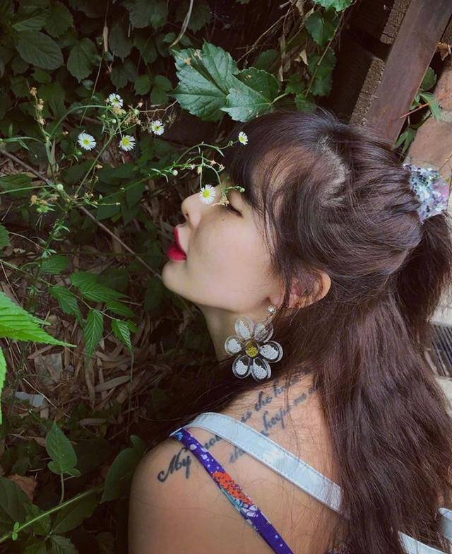 原创 赵丽颖巧搭雏菊花仙气满满,这是什么神仙元素,一秒自带少女感?