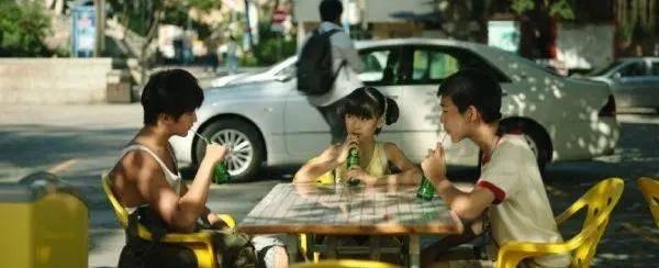 原创《隐秘的角落》最大细节在饮食上!你以为朱朝阳为啥买垃圾食品?