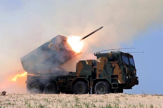 """太极旗下的""""天舞""""——韩国自产的大口径火箭炮"""