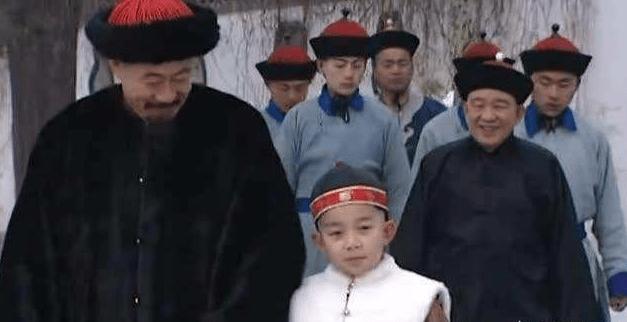 康熙有97个孙子,为什么一眼就相中12岁的乾隆?