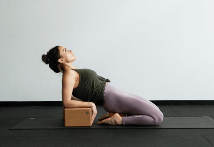 9大瑜伽体式,搭配瑜伽砖辅助训练轻松解锁,瘦身效果加倍噢_身体 知识百科 第7张