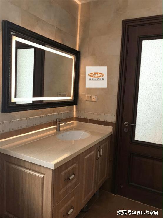 浴室柜除了地柜外和它相搭的另有镜柜