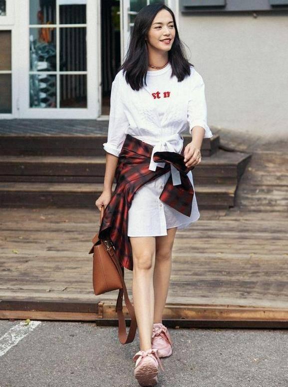 原创             姚晨真会穿,穿豹纹裙配T恤个性又时髦,40岁比18岁还要美