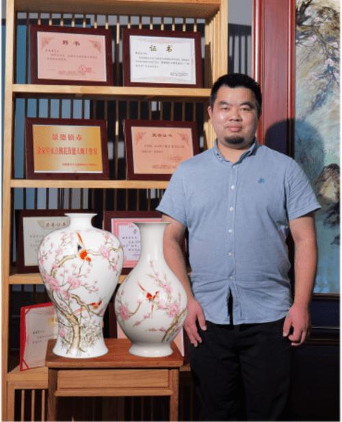 徐家星的《主席颂-中华魂》毛瓷7501水点桃花最终以40万的价格成交