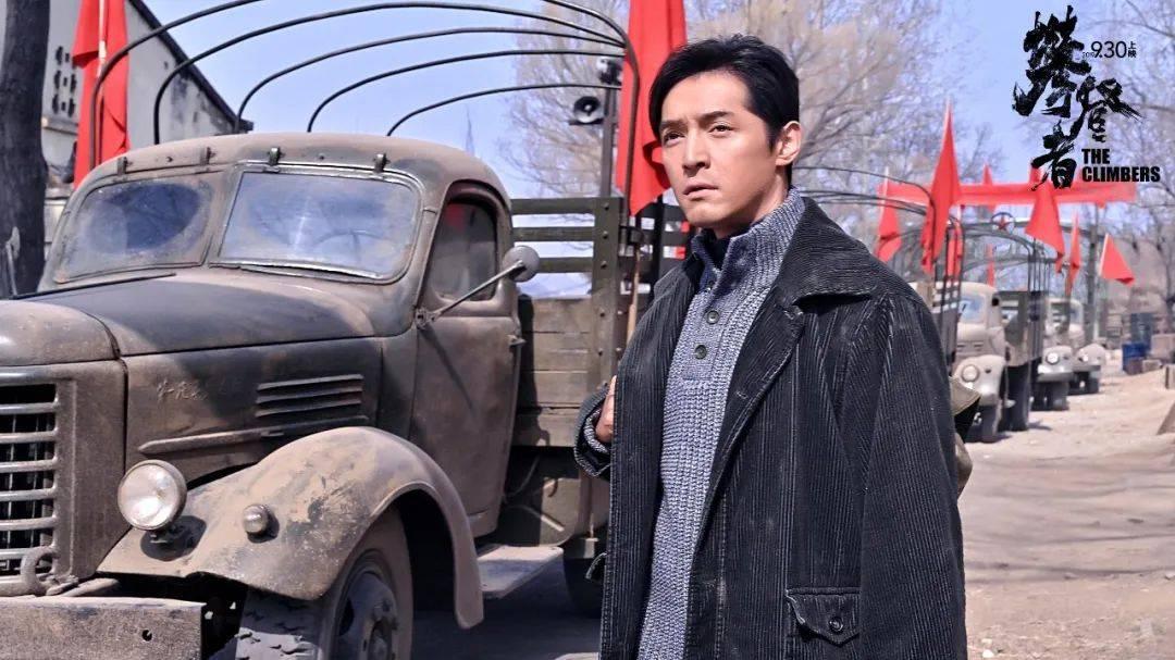 《攀登者》在韩国上映,演员海报被更改,吴京不再是一番