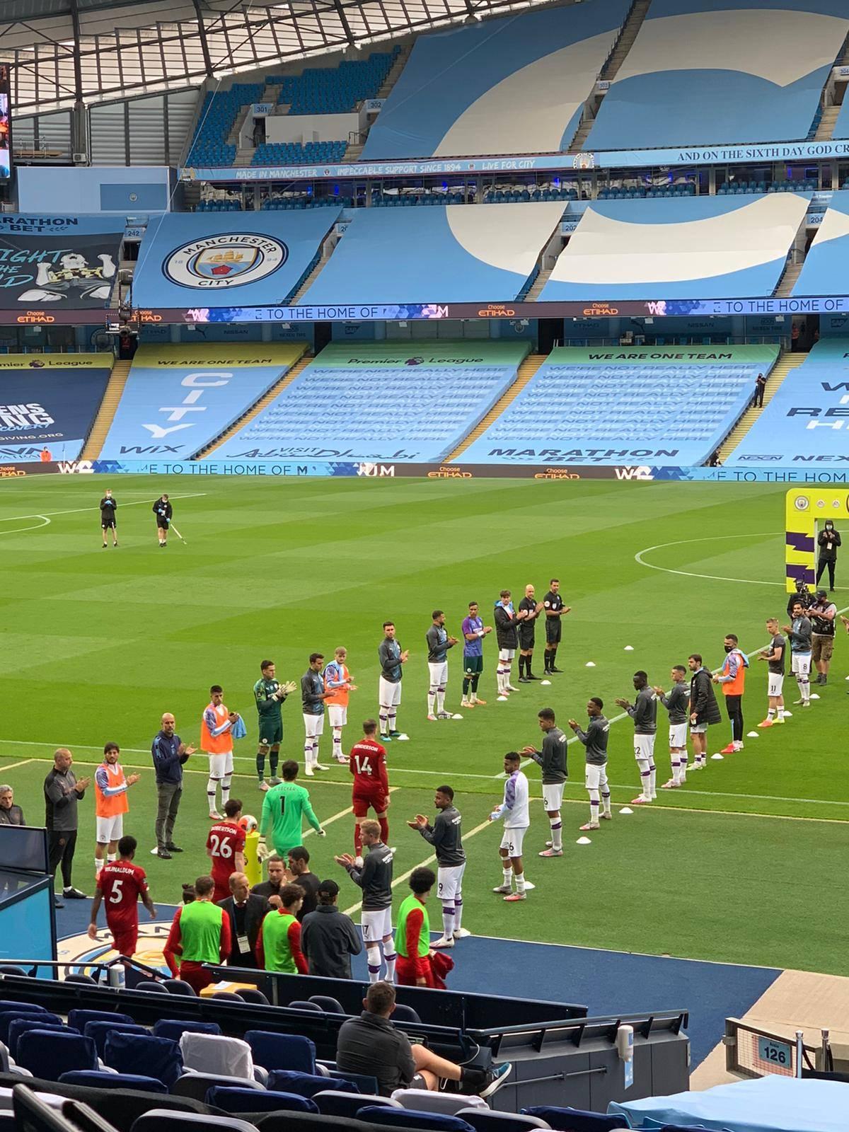利物浦荣耀时刻!曼城两侧列队鼓掌 恭迎