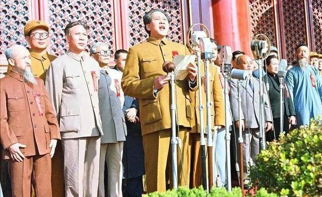 演得太像毛泽东,蒋介石也十分逼真,观影几度令我感觉像看纪录片