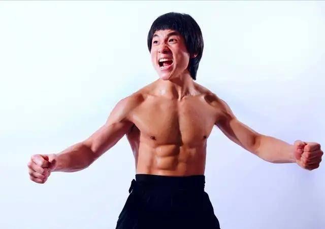 現代李小龍炮轟李晨:你比黃曉明還渣男,誰叫你拋