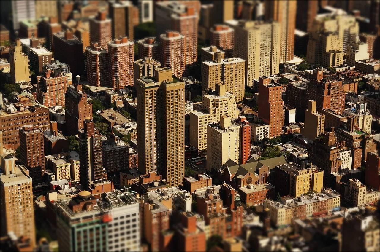 """党媒再喊话楼市""""房住不炒"""",房地产市场的未来该怎么看?"""