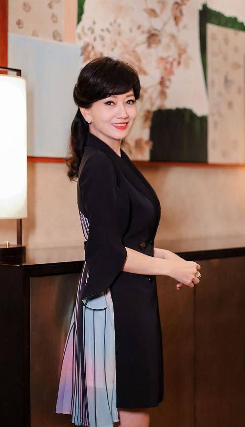 #赵雅芝#,66岁赵雅芝被夸容颜不老?当没了美颜滤镜后,众人直呼失态了