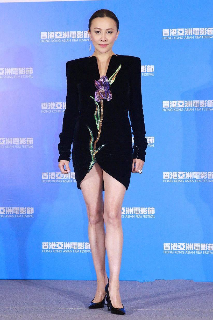 原创             刘嘉玲都老了,还一味的装清纯,穿一身蕾丝衣服妄想变年轻!