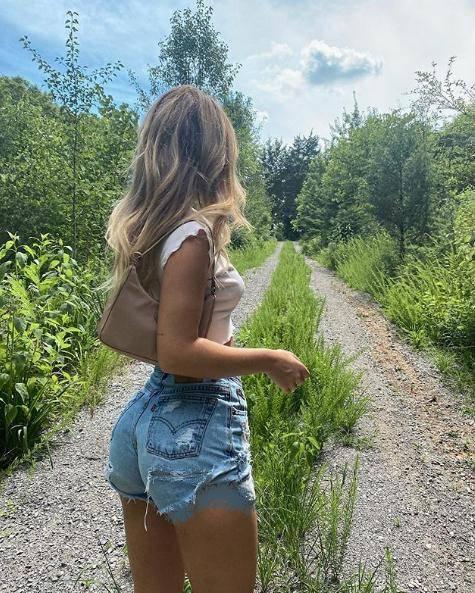 原创 全球第一个被认证的真实美臀,腰臀比例堪称完美,还爱穿紧身裤