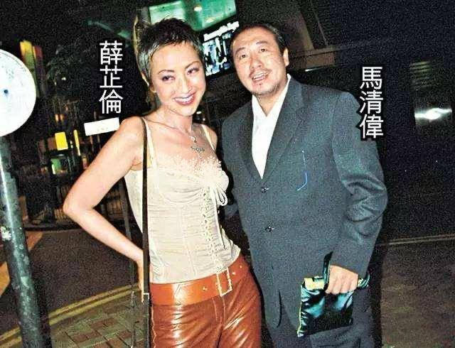 """原创 香港著名的""""社交皇后"""",56岁整成蛇精脸,还穿紧身衣强行扮嫩"""