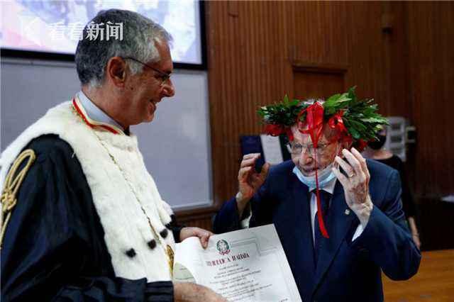 意大利96岁老人获得学士学位