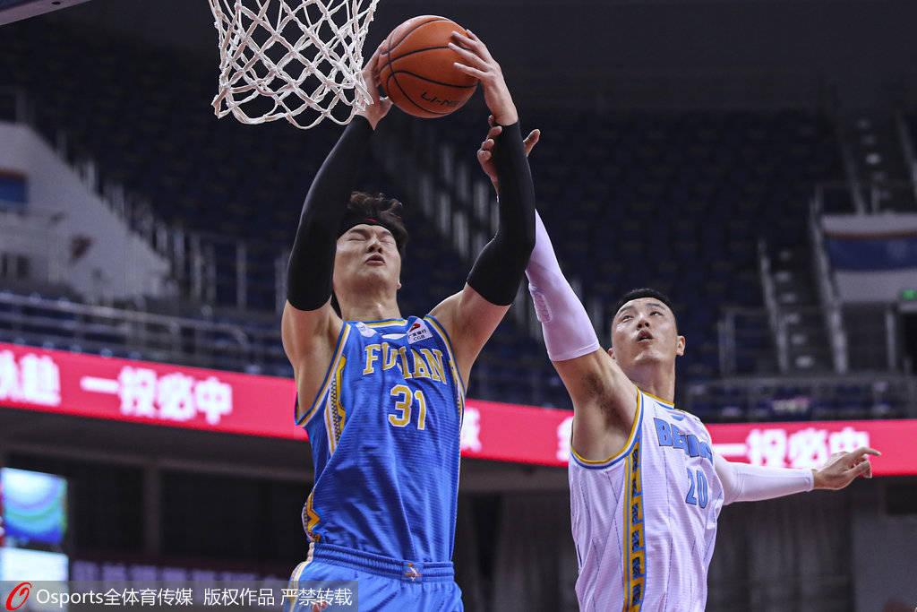 王哲林谈遭遇犯规问题:很想赢球 有些着急