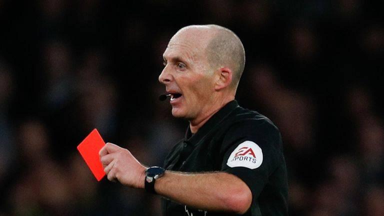 英足总新规:球员向对手裁判故意咳嗽 可红牌罚下