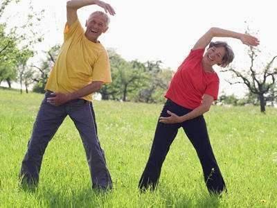 """对于老人是""""生命在于运动"""",还是""""静止使人长寿""""?要尊重科学"""
