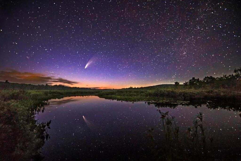 星链卫星把光污染带入夜空,天文学家对马斯克爆粗口了