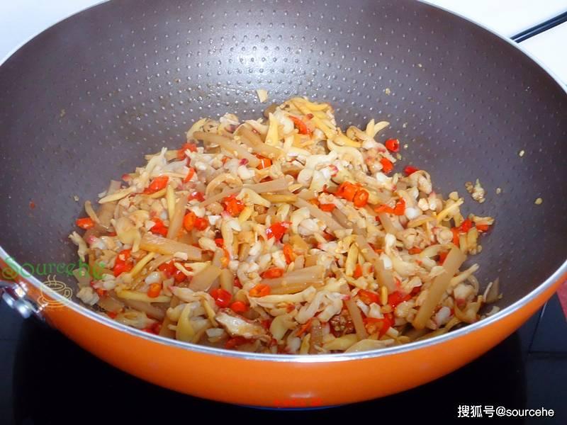 这菜上过舌尖上的中国,南方常有北方很少见,加贝壳肉炒太香了!
