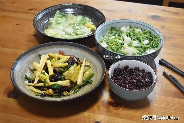 晒晒两人的晚餐,3道家常菜清爽味美,全部吃光光,网友:太抠门