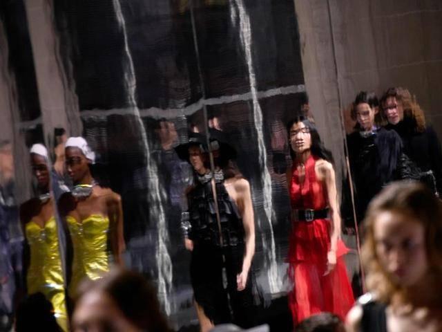 巴黎世家七夕沙雕风广告掀起土味盛宴,又一个洋品牌审美误解?