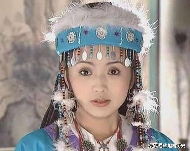 姐妹花同时嫁入皇宫,妹妹被打入冷宫,姐姐却受到皇帝优待