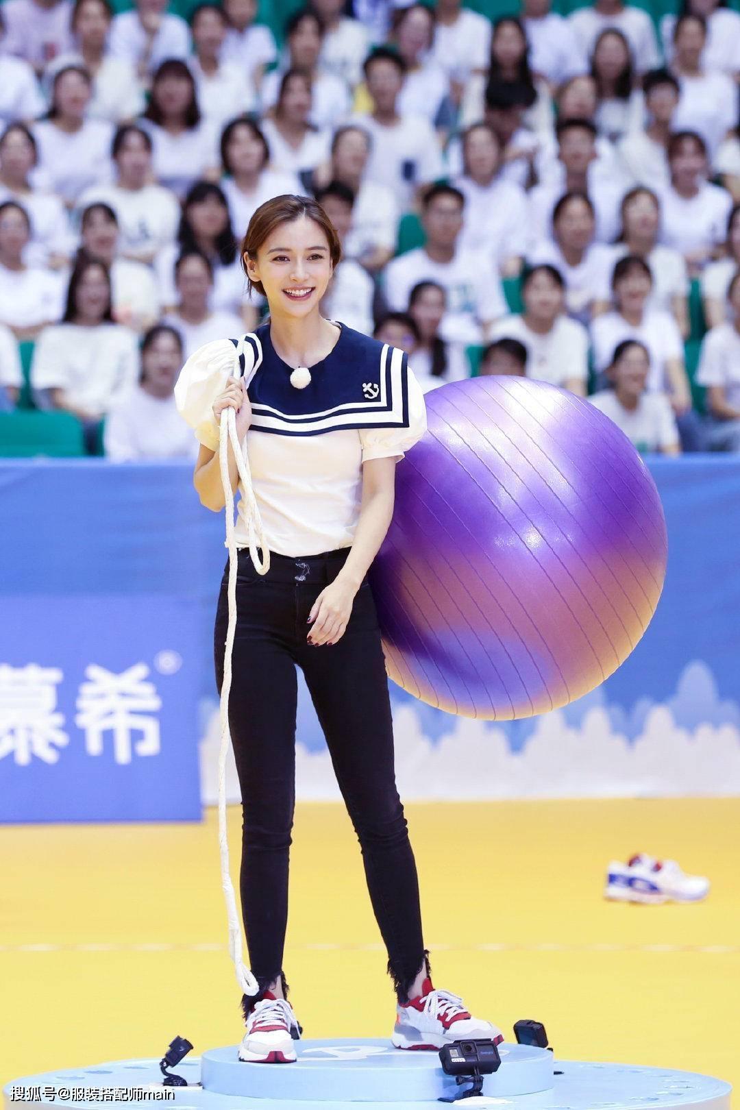 31岁杨颖穿水手服显活力,漫画腿配紧身裤实力抢镜,这身材绝了