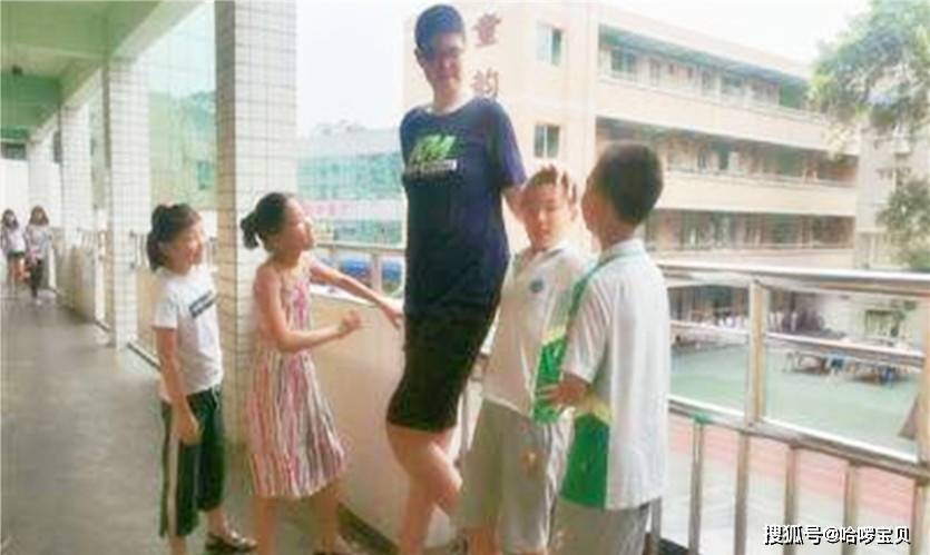 原创12岁孩子40码的鞋,长个先长脚,孩子将来身高跟脚的大小有关吗?