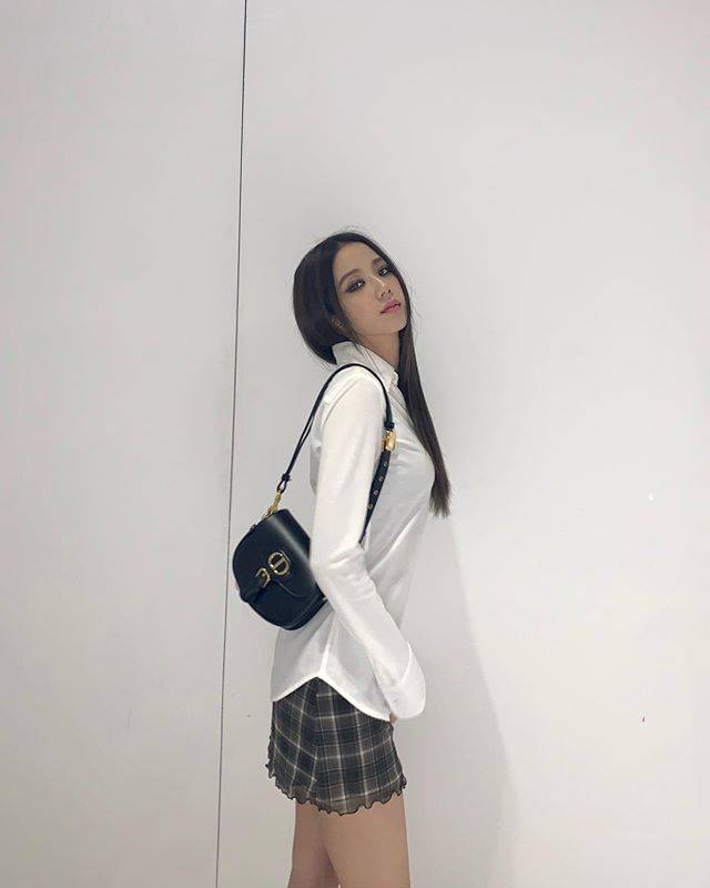 偷师女明星的私服穿搭:BLACKPINK团员们爱用的包包是这些!