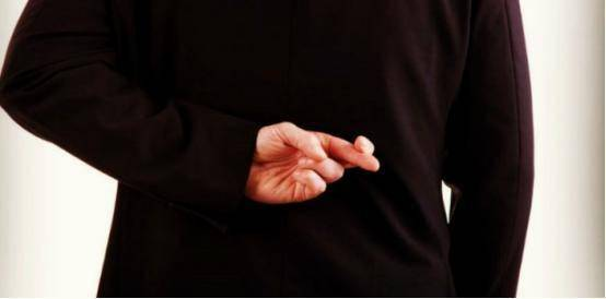 活该!同居伴侣偷听董事长电话搞内幕交易,浮亏133万还判刑!