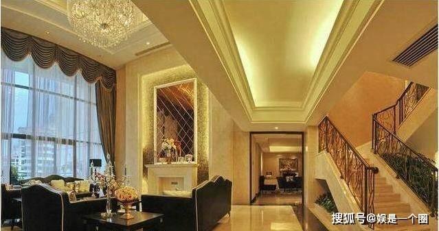 原创参观黄磊一家人住的豪宅,客厅像酒店大堂,光水晶吊灯就价格不菲