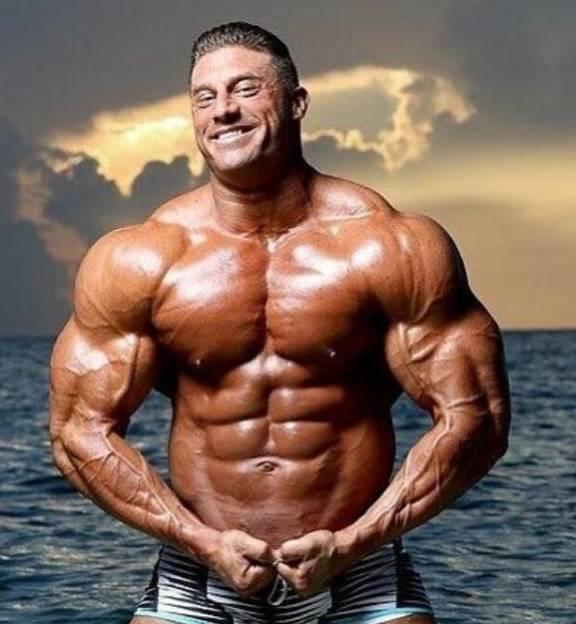 他健身20年,练出一身超棒肌肉,背部肌肉像坦克,生活非常低调!