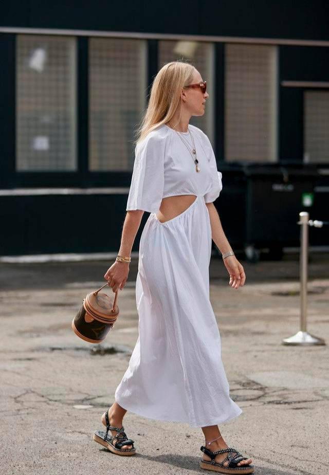 """原创夏末初秋别穿超短裙了!现在流行的是""""齐踝长裙"""",优雅更高贵"""