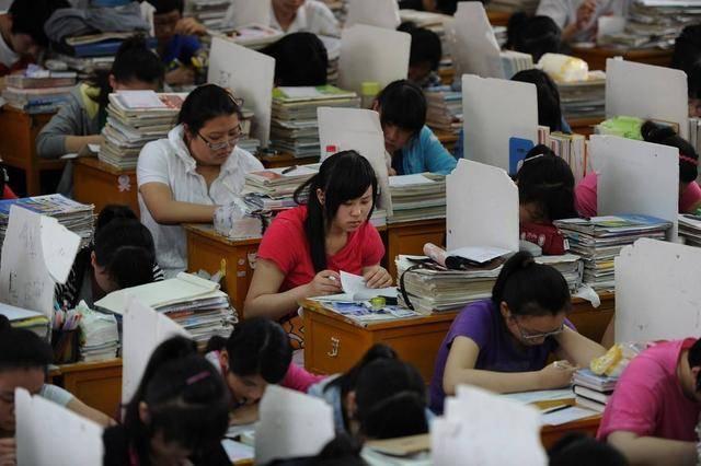 原创高考复读生超两百万,河南占四成,还有个坏消息,家长却拍手叫好